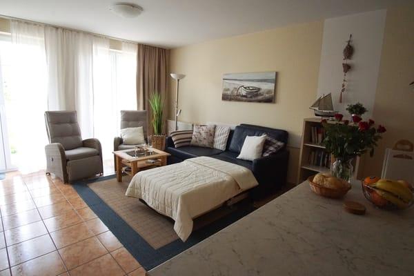 Wohnbereich mit ausziehbarer Schlafcouch für die 3 bzw. 4 Person