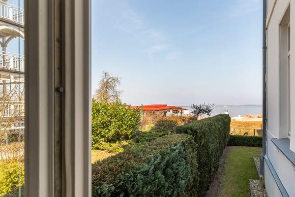 Hier sehen Sie den seitlichen Meerblick aus Ihrer Loggia.