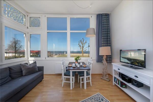 Hier die Loggia mit Wohn- und Eßbereich und schönem Ausblick.