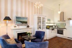Die hochwertige Küchenzeile bietet alle Annehmlichkeiten, auf die Sie auch zu Hause nicht verzichten würden.