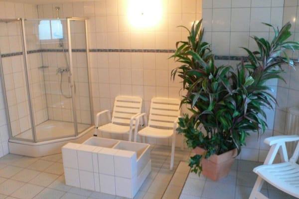 Im Souterrain der Villa Glückspilz steht den Gästen ein Wellnessbereich mit Sauna gegen geringes Entgelt zur Verfügung.