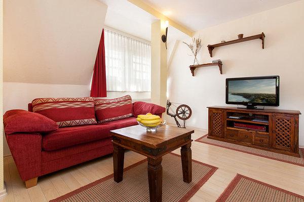 WLAN steht in der Ferienwohnung kostenfrei zur Verfügung. Das TV-Gerät ist internetfähig.
