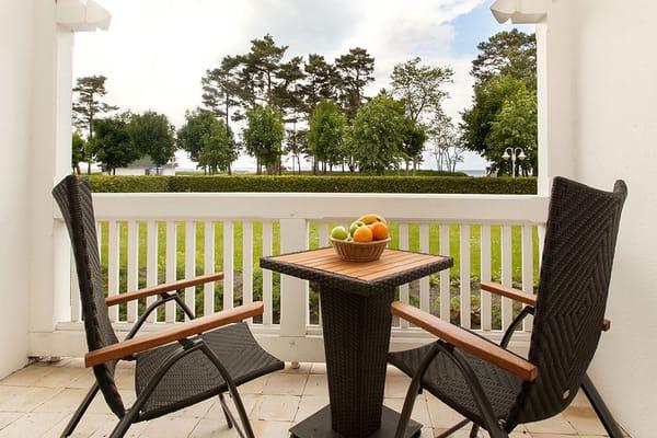 Vom schönen Balkon schauen Sie Richtung Ostsee.