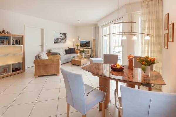 Das große Wohnzimmer hat einen kostenfreien WLAN-Anschluß ...
