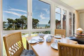Der Frühstücksplatz mit Blick aufs Meer. WLAN steht in der Fewo kostenfrei bereit.