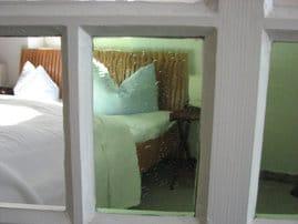 Bezogene Betten sind bei uns selbstverständlich. Handtücher liegen bereit.