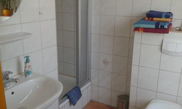 Bad mit Dusche...