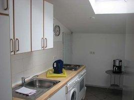 Küchen-Komfort: Neben Spülmaschine und Mikrowelle hat die D402 auch eine eigene Waschmaschine.