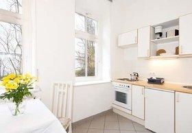 Die Küche mit Herd, Backofen und Kühlschrank macht Sie unabhängig von Restaurants.
