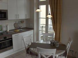 offener Wohn- und Eßbereich mit  einem der 3 Balkone
