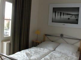 Weiteres Schlafzimmer mit Westbalkon