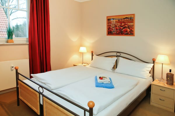 Auch das zweite Schlafzimmer ist mit einem Doppelbett 160 cm Breite ausgestattet.