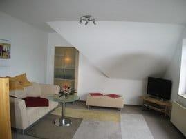 Wohnzimmer mit Breitbild-TV