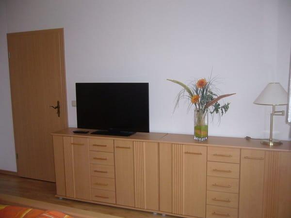 Schlafzimmer mit Flachbild -TV
