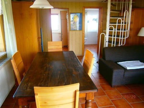 geradeauslinks Küche und rechts Bad,Treppe ins OG mit einem grossen offenen Schlafzimmer mit Doppelbett und Kinderbett,sowie ein kleines SZ mit zwei Einzelbetten