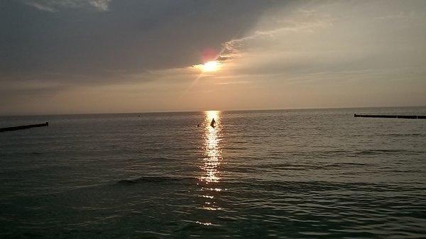 Sonnenuntergang am Badestrand 300m vom Ferienhaus