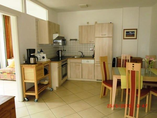 Küche mit Spülmaschine u. großzügigem Eßplatz