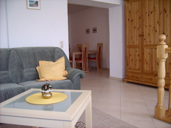 Wohnzimmer mit Blick aufs Eßzimmer