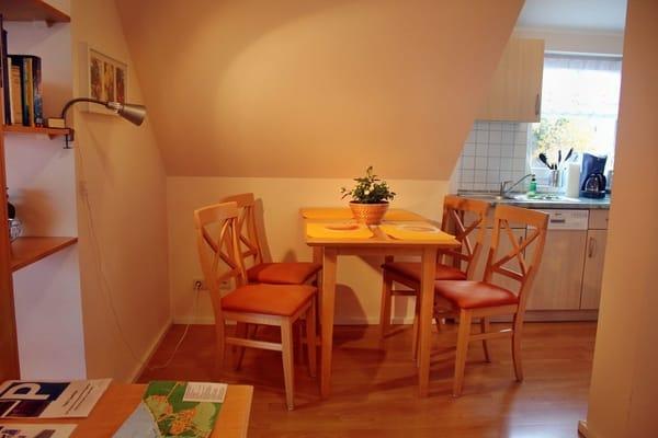 Essbereich direkt neben der Küche