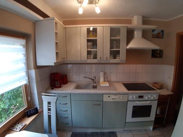 Einbauküche mit Spülmaschine