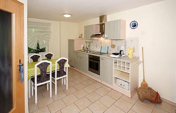 Küchenzeile & Essplatz im Wohnzimmer