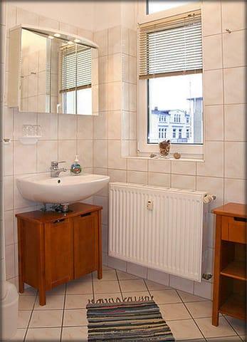 Das helle Duschbad mit Fenster