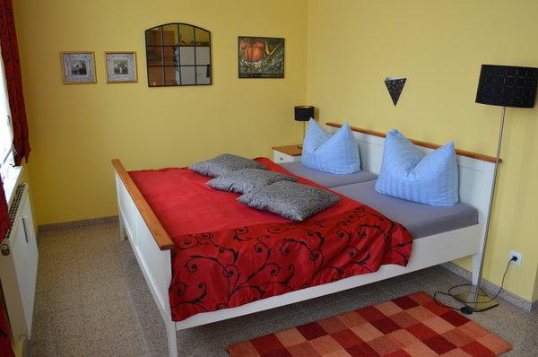 Doppelbett (180 cm breit x 200 cm lang)