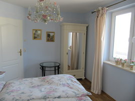 Schlafzimmer mi Doppelbett (Liegefläche 180 cm x 200 cm)