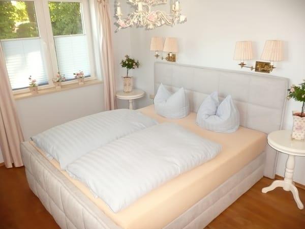 Schlafzimmer mi Boxspringbett (Liegefläche 180 cm x 200 cm)