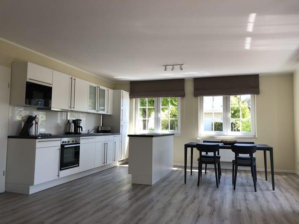 Wohnbereich Blick auf Küche und Essplatz
