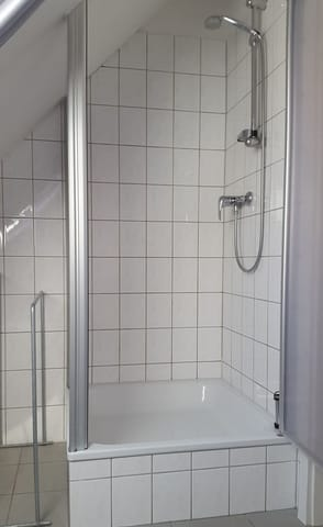Bad; Blick zur Dusche
