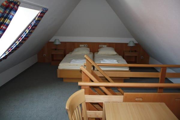 Schlafbereich im Dachgeschoss mit Doppel- oder Einzelbetten (die Betten sind auseinander zu ziehen )
