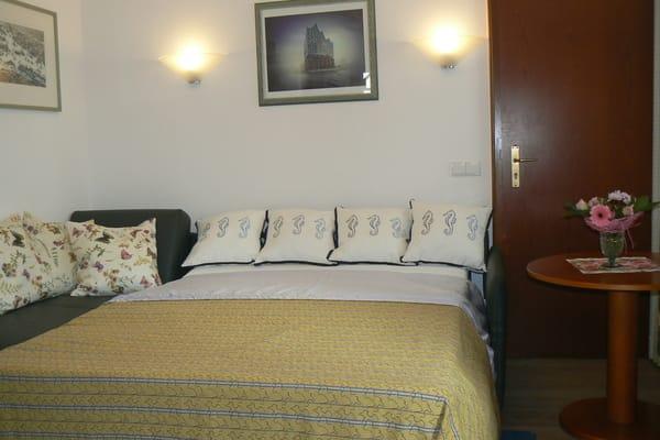 Das Leder-Sofa mit vollwertiger Schlaffunktion für die 3. und 4. Person in den Maßen 1,40m x 2,00m