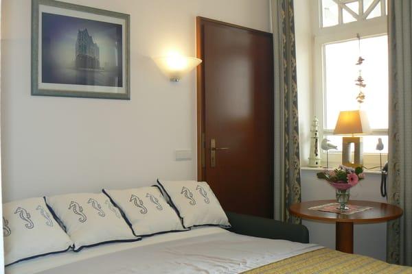 Hochwertiges Leder-Sofa mit vollwertiger Schlaffunktion für die 3. und 4. Person in den Maßen 1,40m x 2,00m
