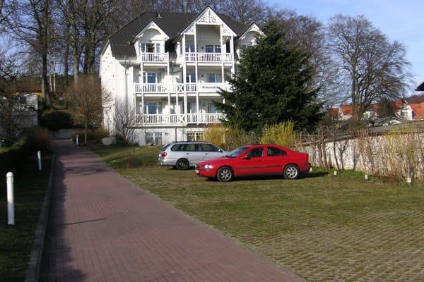 je Wohnung 1 Parkplatz auf dem Gelände der Parkresidenz Concordia