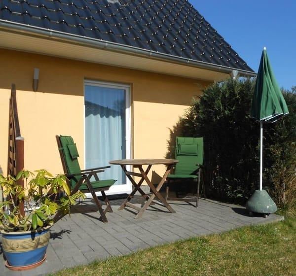 Außenansicht Terrasse mit Terrassenmöbeln