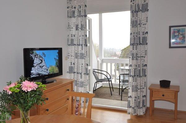 TV mit Flachbildschirm