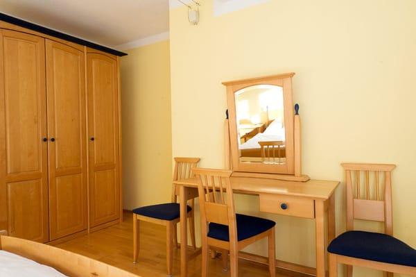 Spiegeltisch im Schlafzimmer