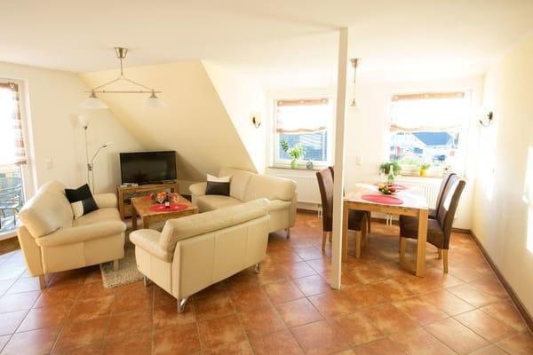 """Maisonette - Urlaubskomfort auf zwei Etagen!   Die modern und freundlich eingerichtete Maisonettewohnung des Ferienhauses """"Jenny"""" bietet auf insgesamt 90m² und zwei Etagen Raum ..."""