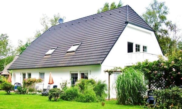 Haus Erika Südseite mit Sitzecke im Sommer