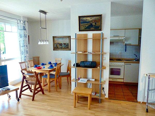 Esstischecke und Küche
