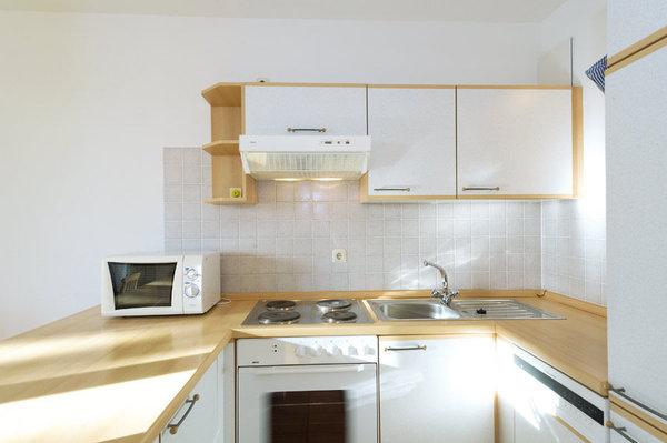 komplett eingerichtete Küchenzeile