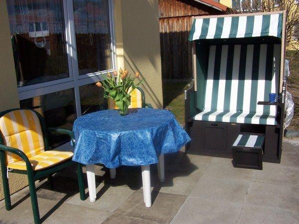 Das Frühstück können die Gäste auf unserer sehr schön angelegter und sonniger Terrasse genießen