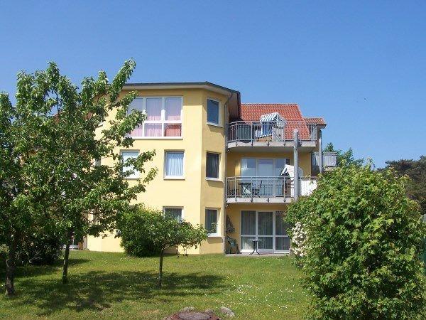 Sehr gepflegte Appartementanlage Godewind liegt im Grünen und hat kurze Wege zum Strand und ins Zentrum.
