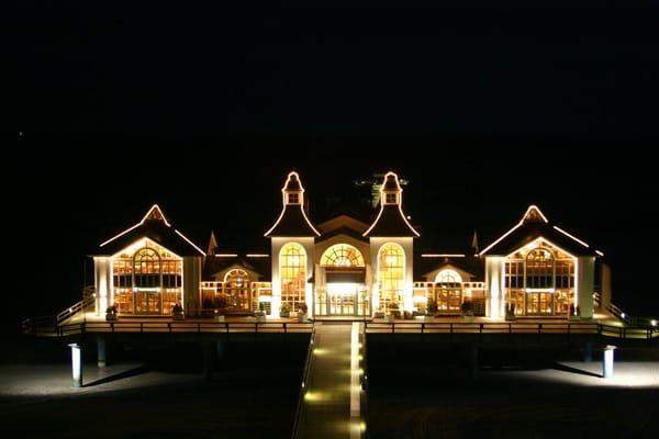 Das Seliger Wahrzeichen bei Nacht - Die Seebrücke