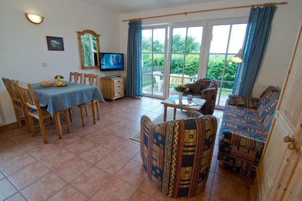 Wohnzimmer mit Blick auf Terrasse