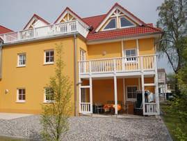Villa Felice: Terrasse  mit Strandkorb und Sonne am Nachmittag