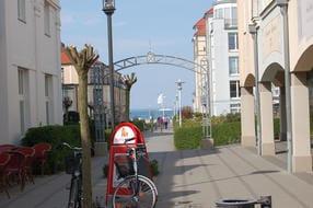 Einkaufspassage in Kühlungsborn West mit Blick auf die Ostsee. Drei Minuten von der Villa Felice entfernt.