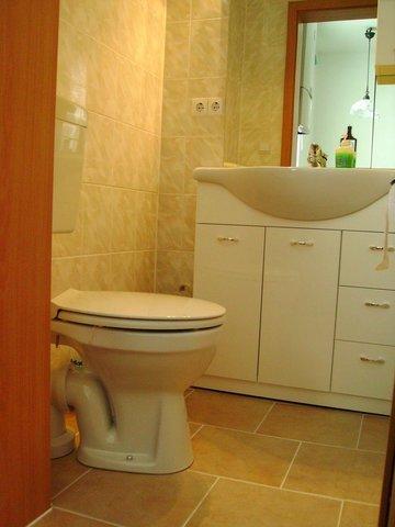 Toilette und Waschplatz