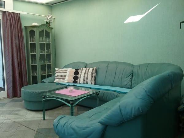 Gemütliche Sitzecke im Wohnzimmer/Wintergarten
